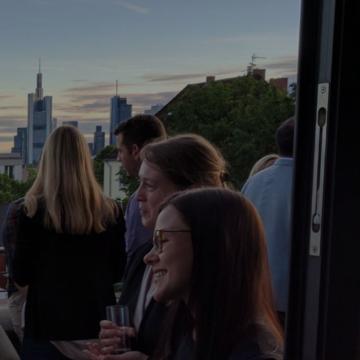 """""""Von der ersten Million und weiter: Startup-Finanzierung für Fintechs"""" – 1. Rooftop Talks Frankfurt"""