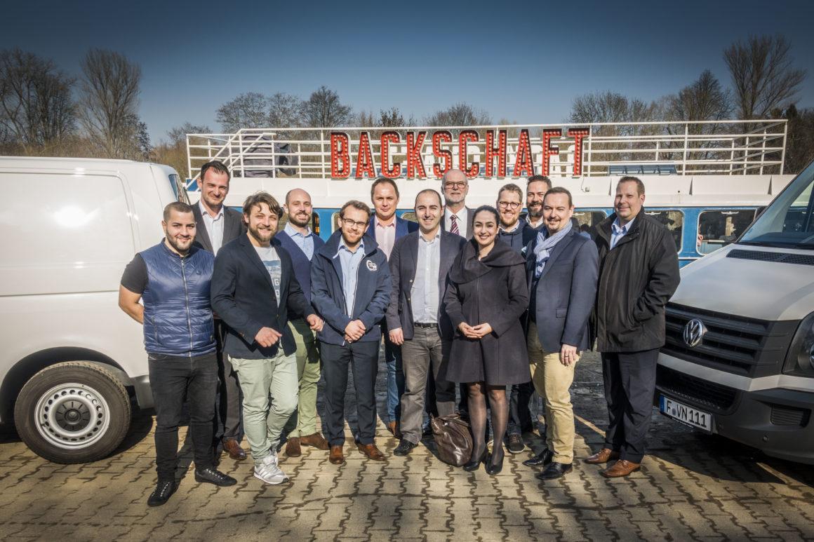 """Pitch on Deck – Startups pitchten auf historischem Dampfer """"Backschaft"""""""